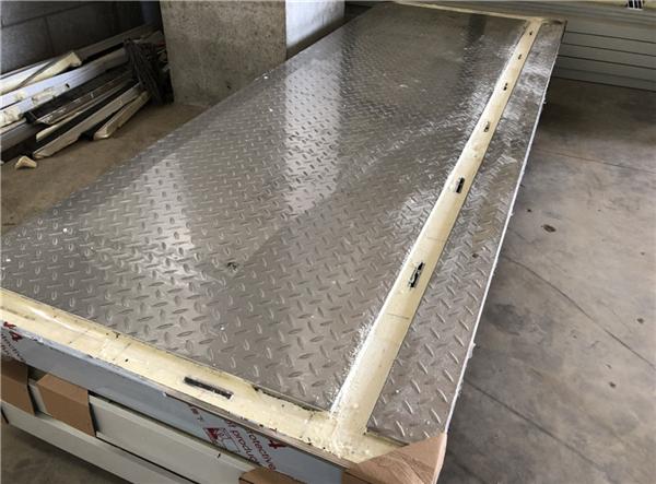 单面不锈钢304轧花防滑搭钩冷库板